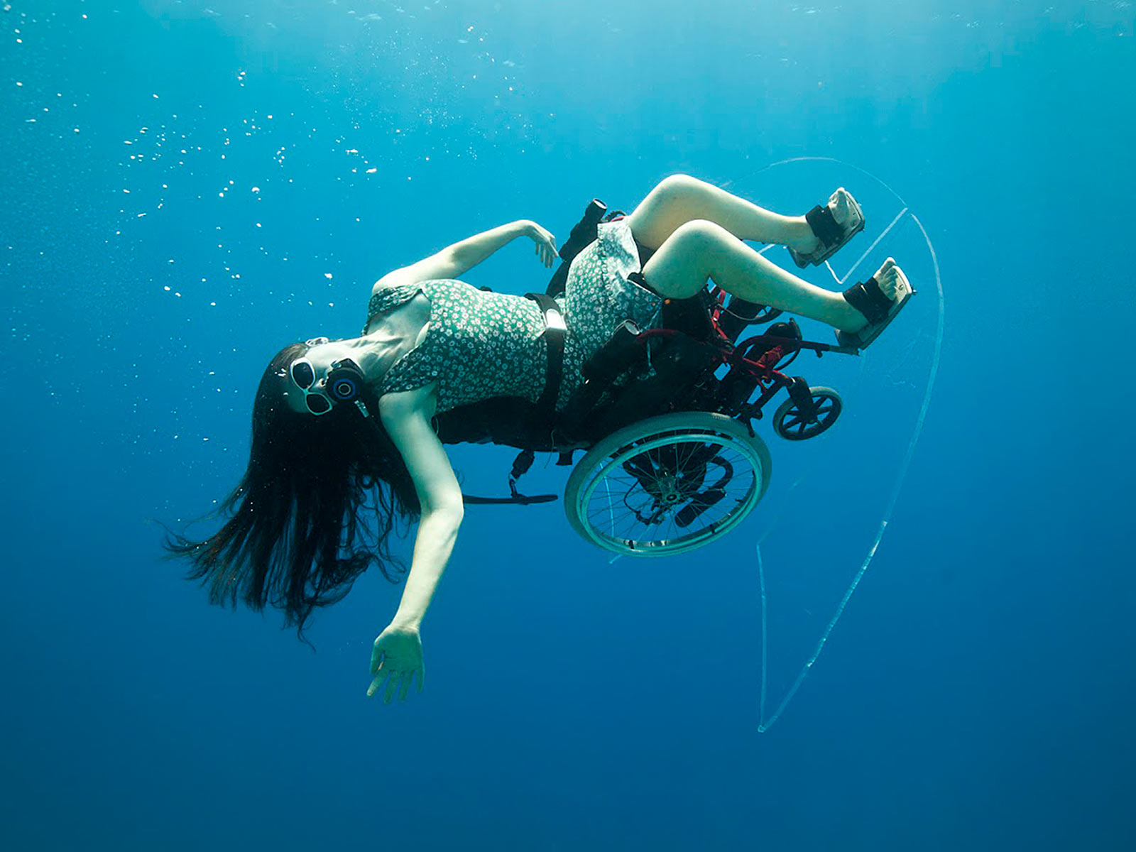Creating the Spectacle! is a groundbreaking series of live-art and video works by British artist Sue Austin featuring the worlds first underwater wheelchair, which flies along mid-water in a dramatic demonstration of the joy and freedom it brings.